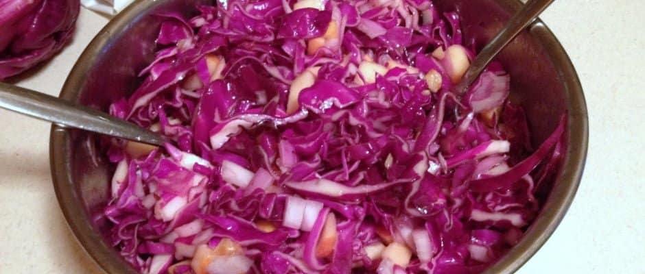 Salata De Varza Rosie Cu Mere Nuci Si Stafide