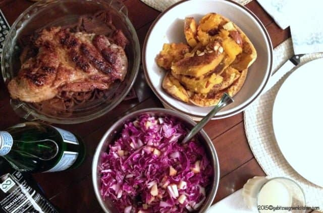 Red cabbage salad with apples and raisins4
