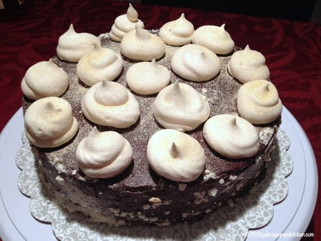 Tort de bezea cu ganache de ciocolata1