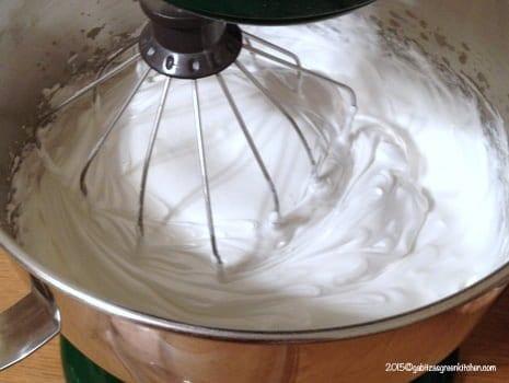 Tort de bezea cu ganache de ciocolata11