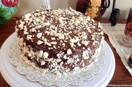 Tort de bezea cu ganache de ciocolata7