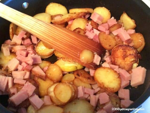 Eggs with ham and potatoes1
