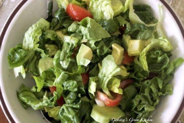 Salata verde asortata cu avocado1